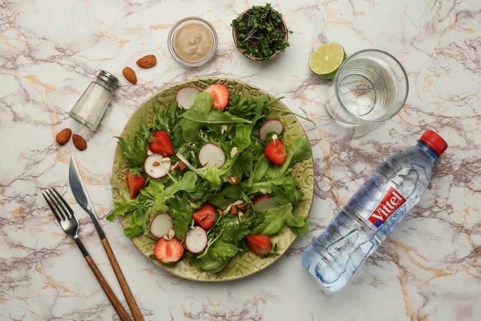 Свежая идея: легкий рецепт салата с редисом