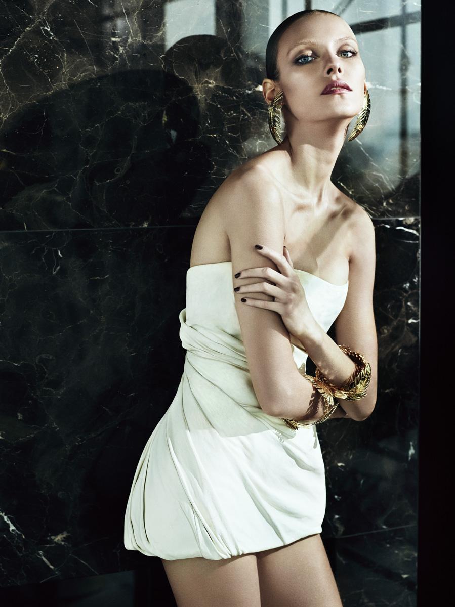 Платье-корсет из кожи, серьги и браслеты, все — Dsquared²