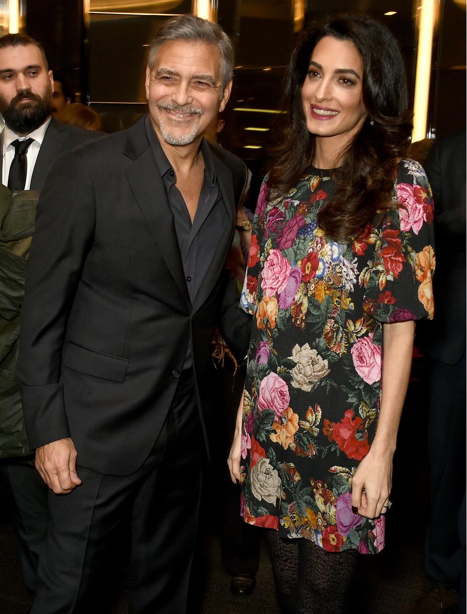 Фото дня: беременная Амаль Клуни на премьере в Лондоне