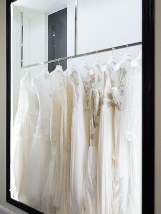 В Галереях «Времена Года» открылся второй салон свадебной и вечерней моды Admire
