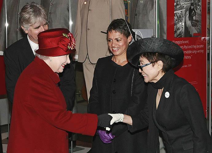 Йоко Оно на приеме у Елизаветы II, 2011 год