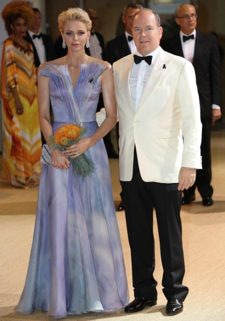 князь Альбер и княгиня Шарлен на балу Красного Креста в Монако