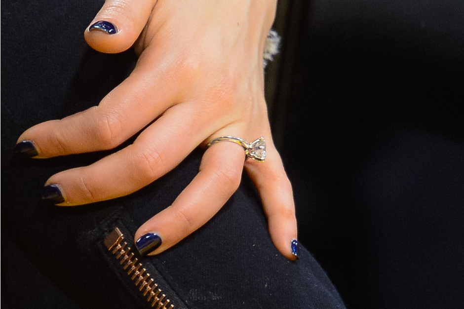 Помолвочное кольцо Милы Кунис