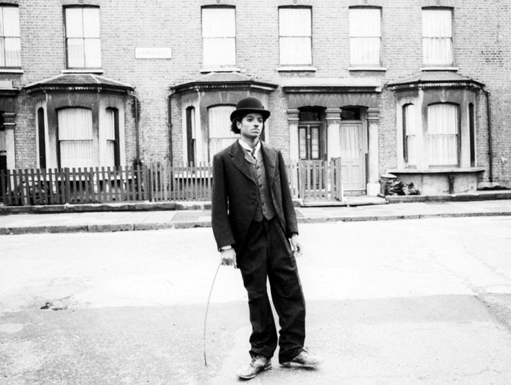 Майкл Джексон в образе Чарли Чаплина