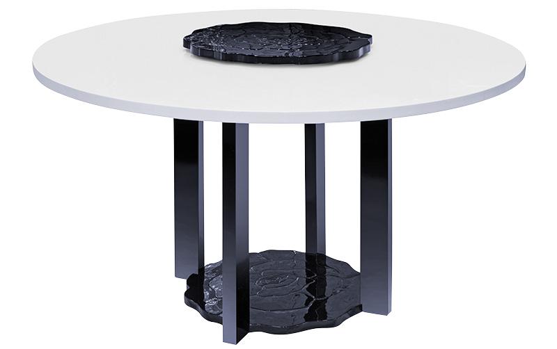 Обеденный стол «Камелия» из массива бука и липы.