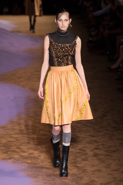 Дом Prada представил новую коллекцию на Неделе моды в Милане