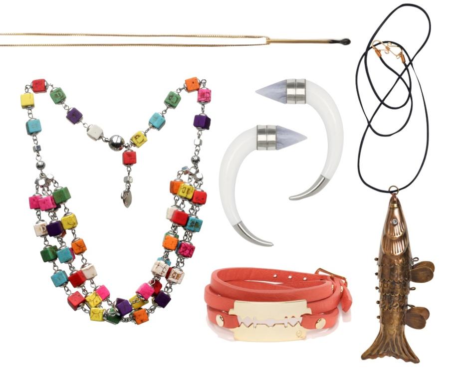 Выбор ELLE: подвеска Stella McCartney, ожерелье MAGIA DI GAMMA, серьги Givenchy, браслет McQ, подвеска By Malene Birger.