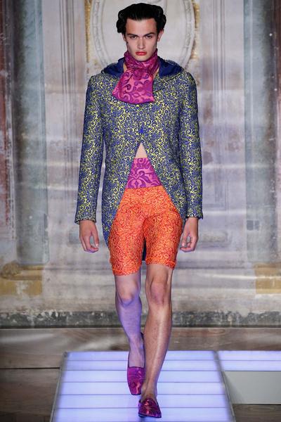 Во Флоренции прошел показ мужской коллекции Moschino | галерея [2] фото [8]