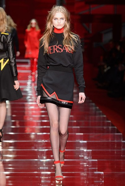 Показ Versace на Неделе моды в Милане | галерея [1] фото [17]