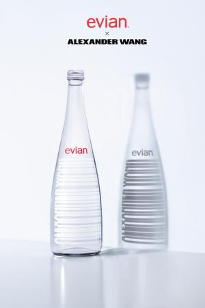 Бутылка Evian в стиле Alexander Wang