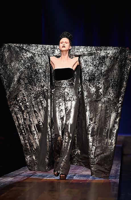 Показ Jean Paul Gaultier Couture на Неделе моды в Париже