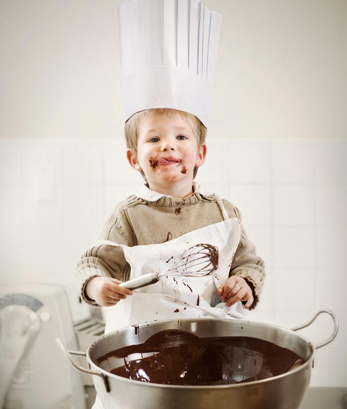 Как постепенно приучить ребенка готовить?