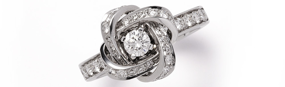 Кольцо Ava Pivoine, белое золото, бриллианты, Boucheron, 322 850 руб.