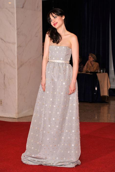 Зои Дешанель в платье Oscar de la Renta