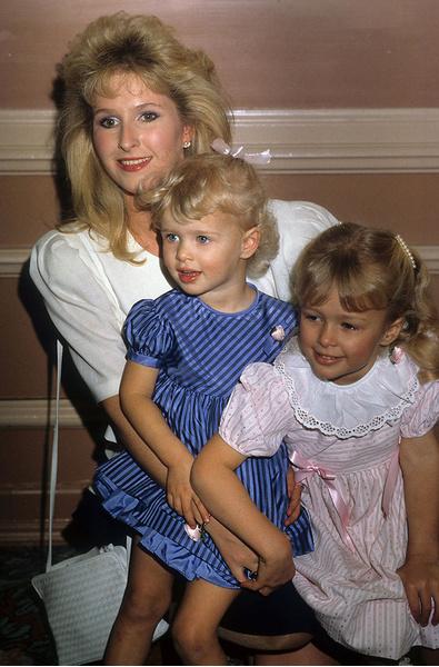 Пэрис и Ники Хилтон с мамой