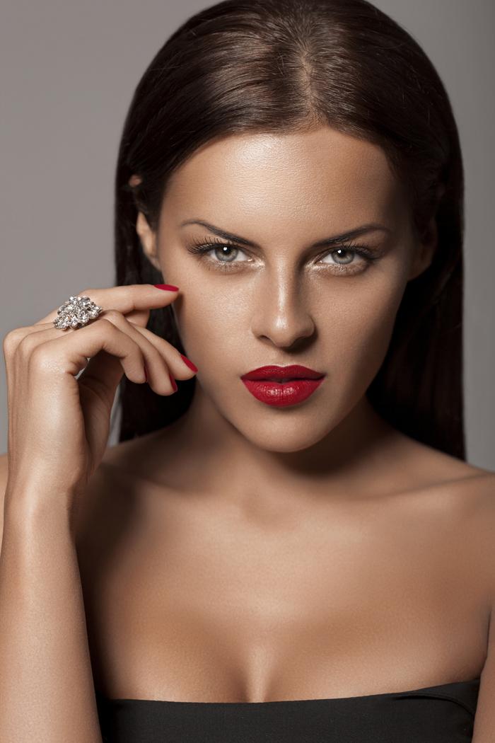Как подчеркнуть грудь с помощью макияжа фото