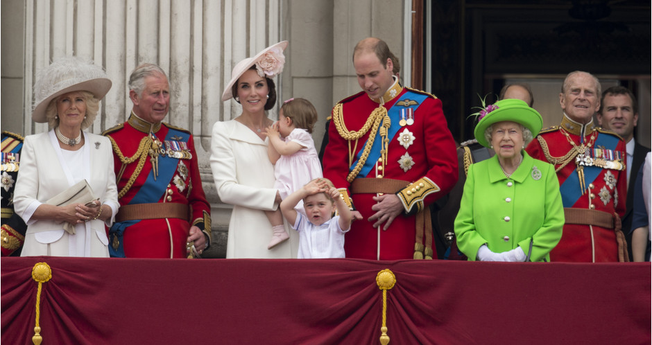 Камилла Паркер-Боулз, принц Чарльз, Кейт Миддлтон, принцесса Шарлотта, принц Георг, принц Уильям, королева Елизавета II, принц Филипп
