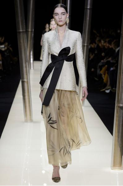 На Неделе высокой моды в Париже прошел юбилейный показ Giorgio Armani Prive | галерея [1] фото [32]