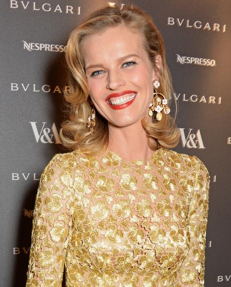 Образ Евы Герциговой: платье от Dolce & Gabbana и красная помада