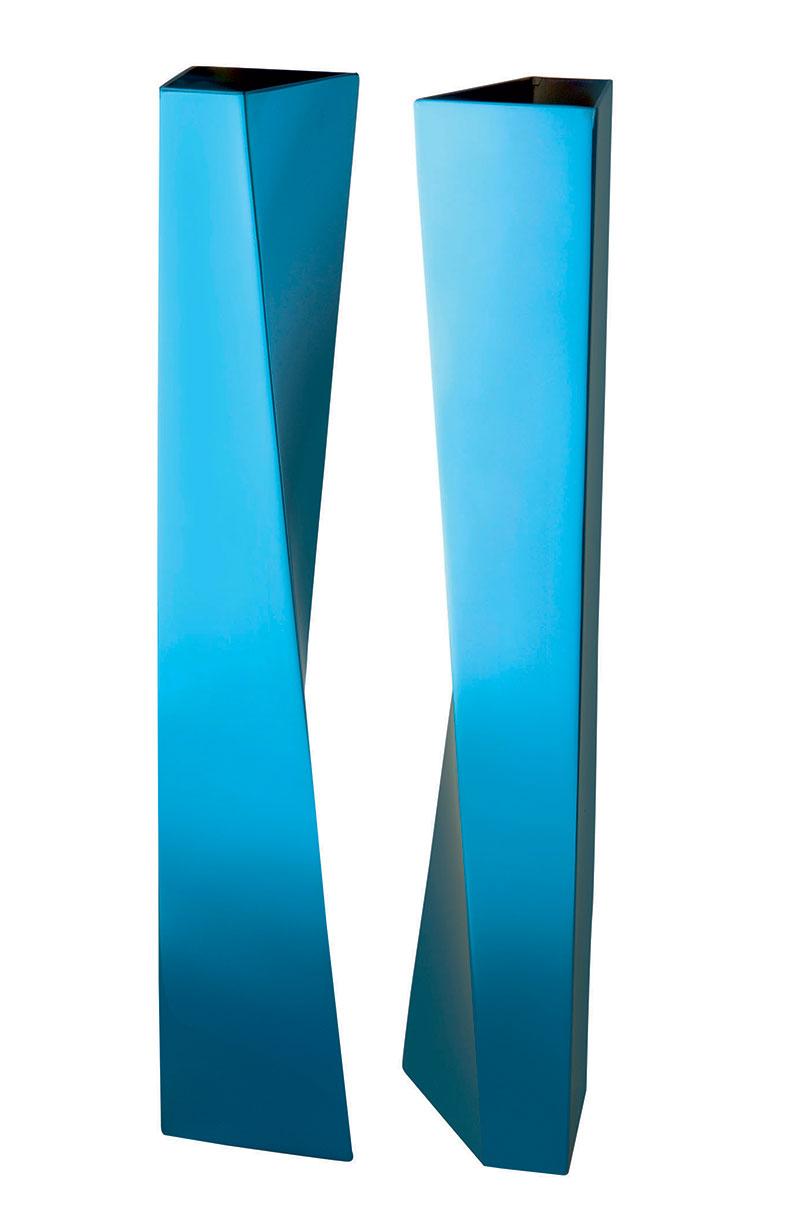 трехмерные вазы, проект архитектора Захи Хадид, в лазурном цвете