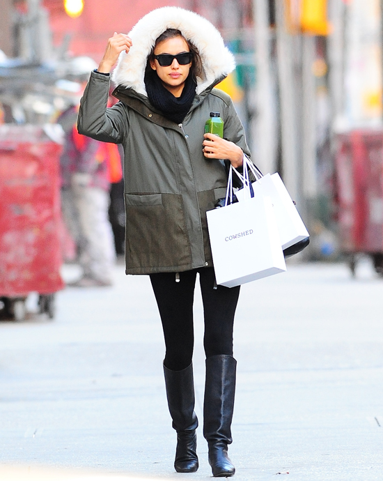 Ирина Шейк на прогулке в Нью-Йорке, 18 декабря 2014