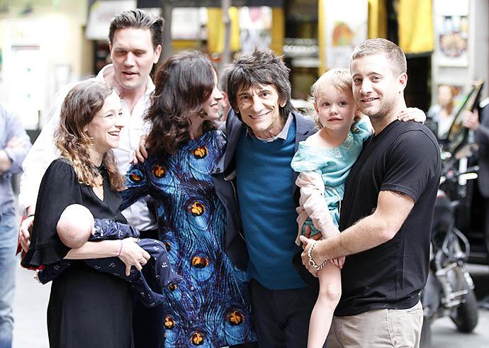 Ронни Вуд с семьей
