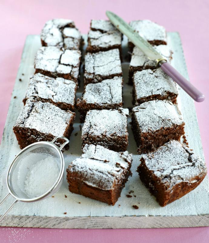 Десерт: пряный шоколадный торт с арахисовой глазурью