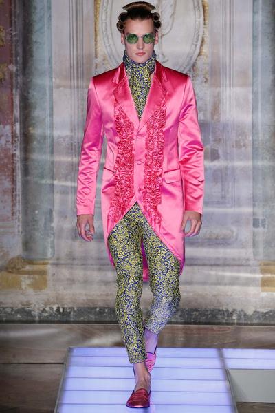 Во Флоренции прошел показ мужской коллекции Moschino | галерея [2] фото [4]