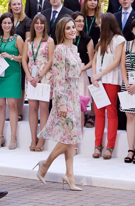 Королева Испании Летиция в Zara