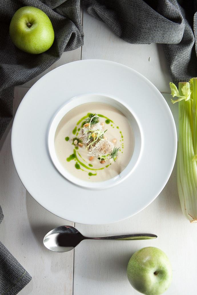Суп из корня сельдерея с яблочным чатни