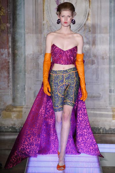 Во Флоренции прошел показ мужской коллекции Moschino | галерея [3] фото [3]