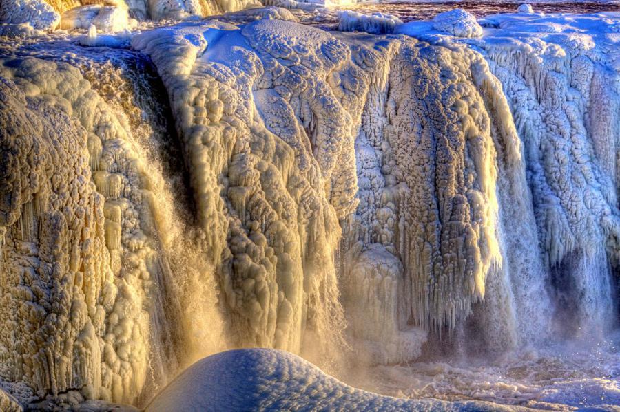 Замерзший водопад Ридо, Канада