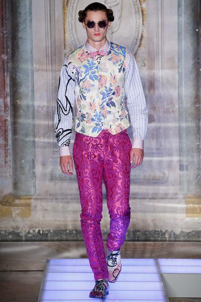 Во Флоренции прошел показ мужской коллекции Moschino | галерея [2] фото [9]