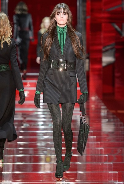 Показ Versace на Неделе моды в Милане | галерея [1] фото [1]