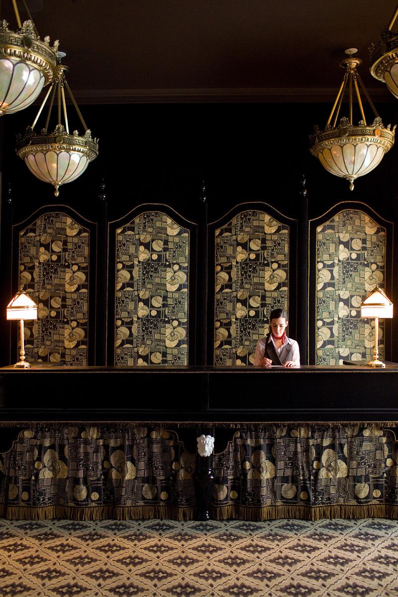 Ткань с вышивкой Simonetta, Rubelli, в оформлении отеля The NoMad в Нью-Йорке.