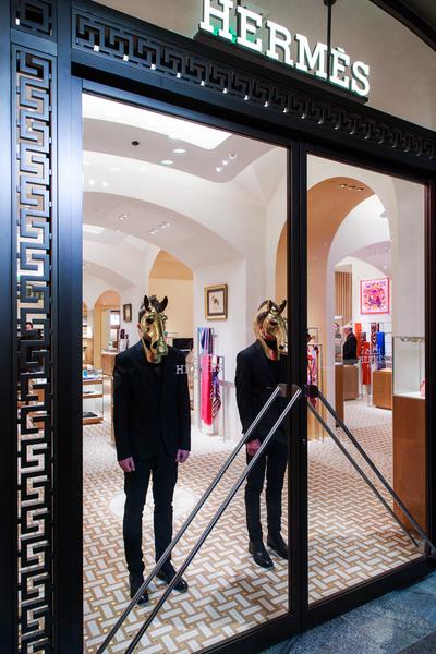 В Москве открылся один из самых больших бутиков Hermès в мире | галерея [1] фото [11]