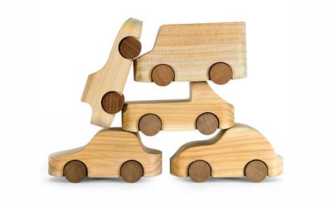Знаменитые деревянные машинки TobeUs в Москве | галерея [1] фото [2]