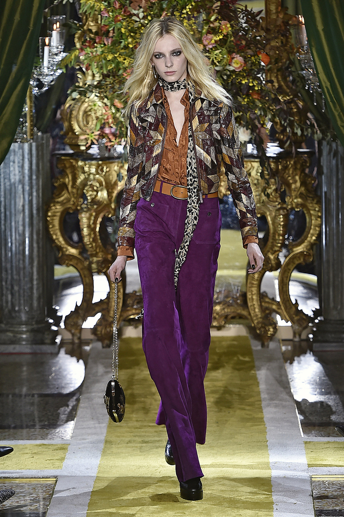 И снова семидесятые: показ Roberto Cavalli на Неделе моды в Милане