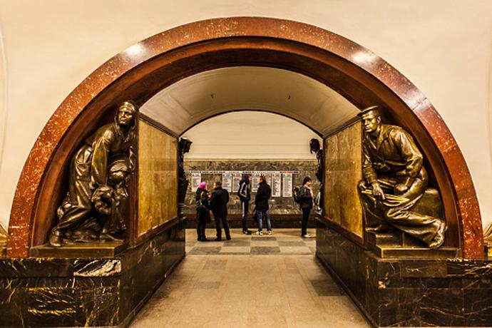"""Станция """"Площадь революции"""""""