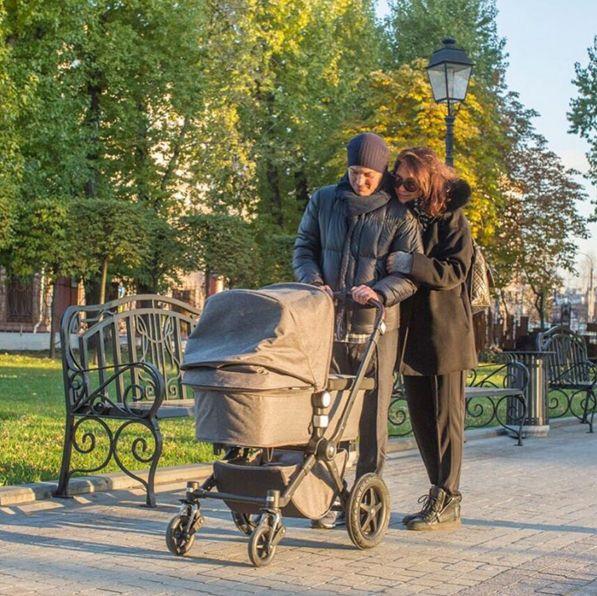Гелла Месхи и Екатерина Климова с новорожденной дочерью