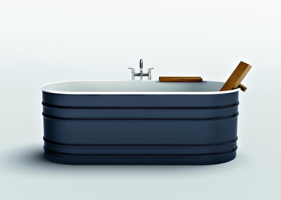Ванна Vieques, дизайн Патрисии Уркиолы для Agape, сталь, покрытие цветной эмалью, Галерея дизайна/ bulthaup СПб.