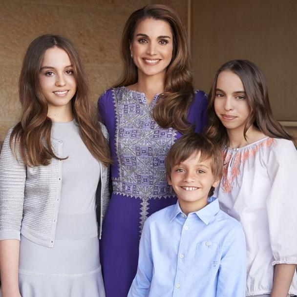Принцесса Рания с детьми