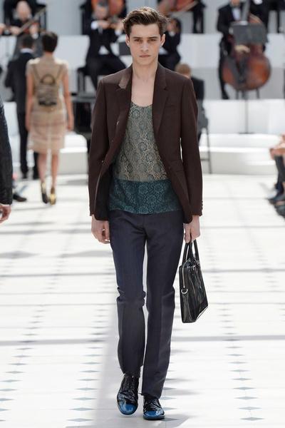Показ Burberry Prorsum на Неделе мужской моды в Лондоне | галерея [2] фото [4]