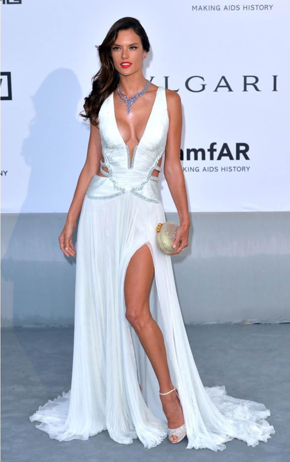 Алессандра Амбросио на благотворительном вечере amfAR Cinema Against AIDS Gala 2014