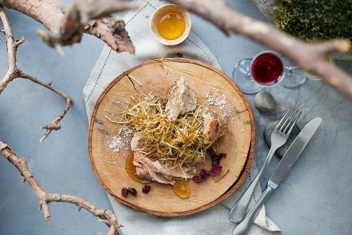 Ливерпустай (куриный паштет) с цветочным медом и ягодами