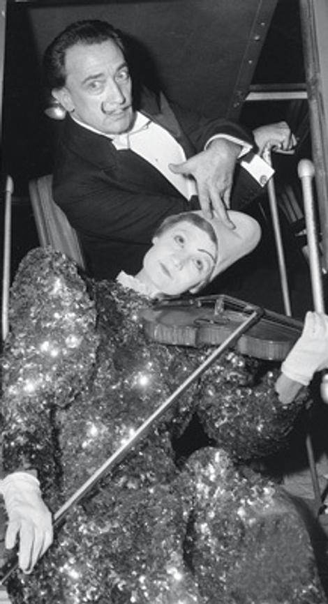 Сальвадор Дали с клоуном, 1959 год