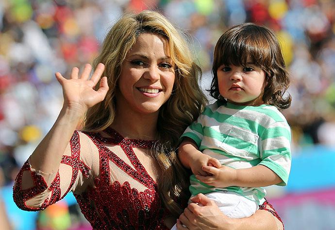 Шакира с сыном Миланом на закрытии FIFA 2014