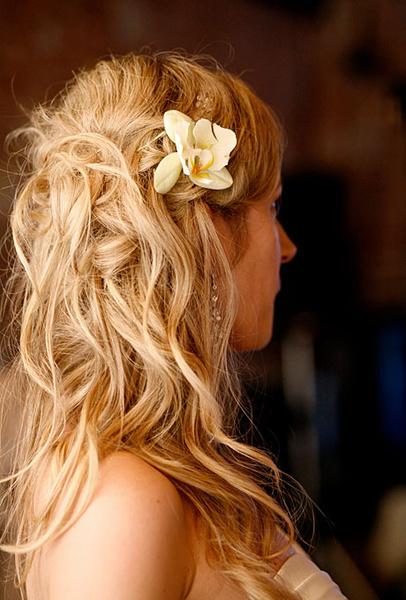Как украсить цветами свадебную прическу | галерея [4] фото [2]