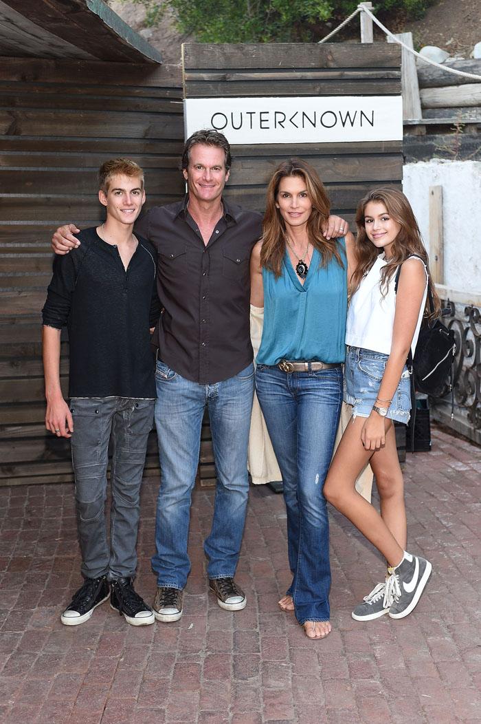 Синди Кроуфорд с мужем и детьми: фото 2015