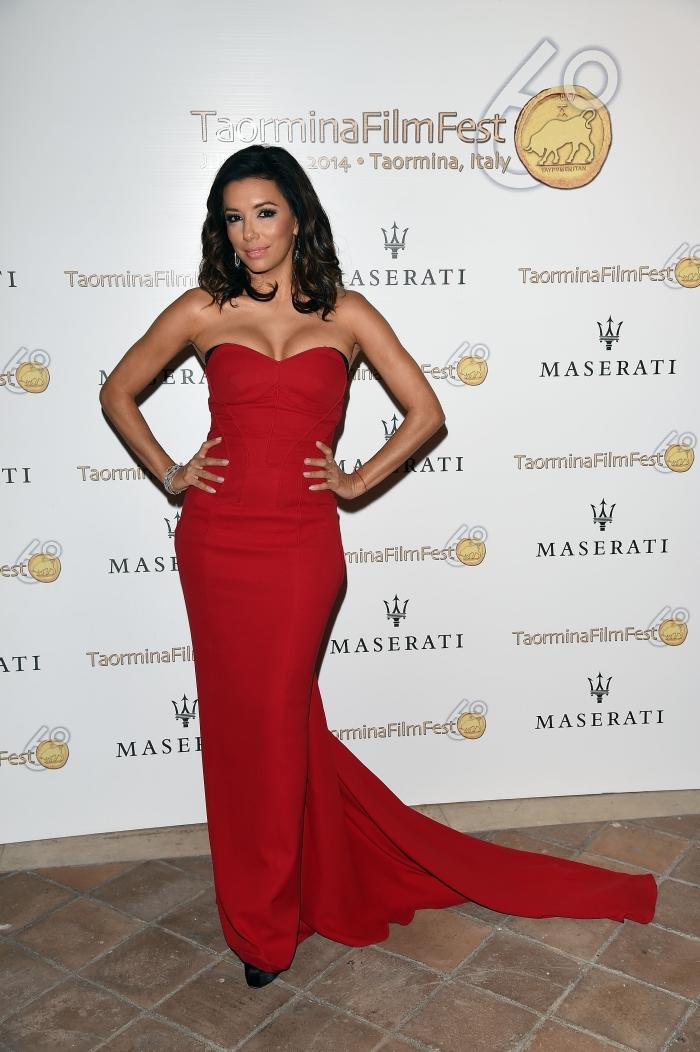 Стиль Евы Лонгории: красное платье-бюстье
